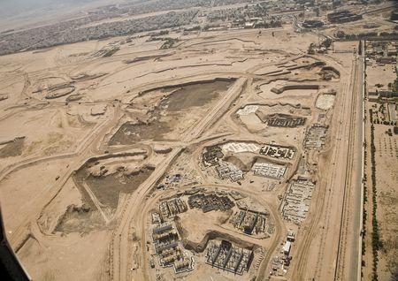La dimensione dell'area di cantiere è tale che tutte le piastre per le successive realizzazione dei fabbricati sono state realizzate a seguito di preliminare sottrazione della sagoma finale delle nuove terre fronte mare.