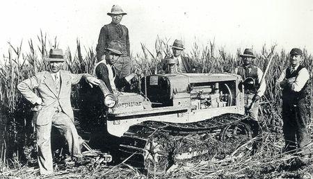 1944 I primi trattori Caterpillar usati nelle risaie.