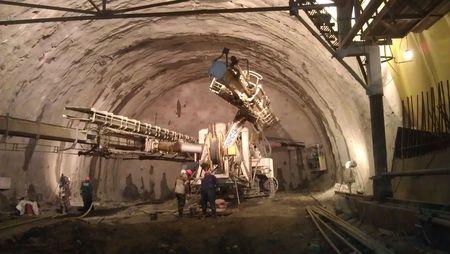 Macchinari al lavoro per lo scavo della doppia galleria T8 e T8a per le Olimpiadi di Sochi.