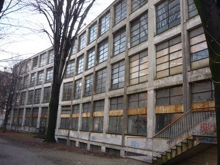 L'istituto Ipsia Cesare Correnti a Milano prima della riqualificazione dell'involucro edilizio.