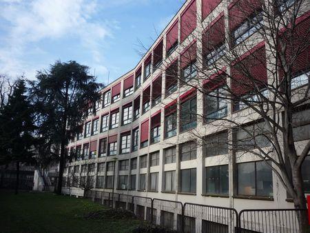 L'istituto Ipsia Cesare Correnti a Milano dopo la riqualificazione dell'involucro edilizio.