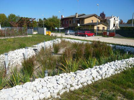 Una realizzazione con il sistema Rain garden a Preganziol, Treviso (foto Iridra, Firenze).