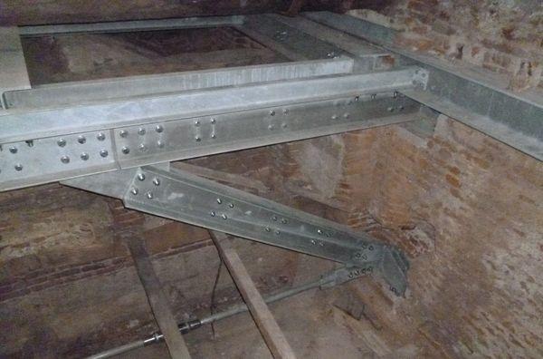 Villa Reale di Monza | Alcuni solai del piano del Belvedere sono stati consolidati con l'inserimento di elementi di carpenteria metallica.