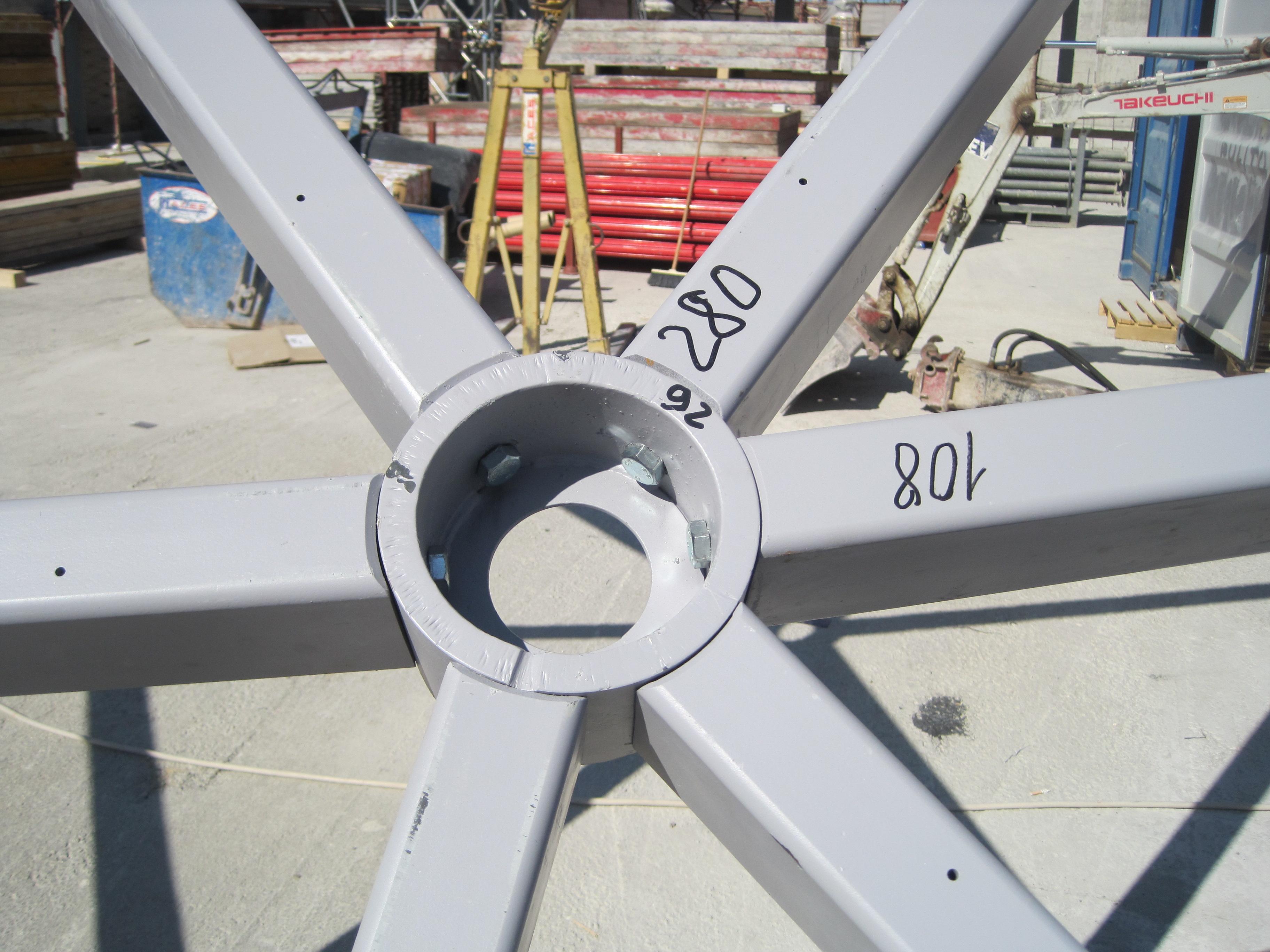 Un dettaglio della struttura in acciaio.