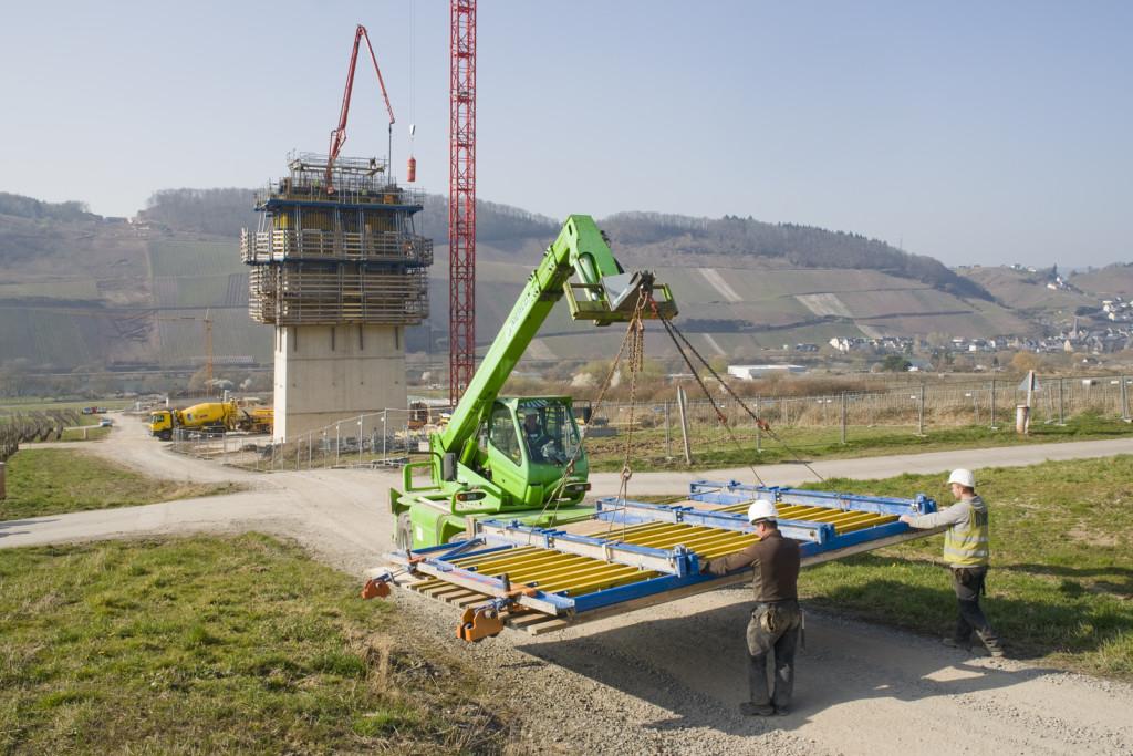 Hünnebeck, società tedesca del Gruppo Brand Energy & infrastrucure services, ha seguito in Germania  il progetto e la fornitura di soluzioni e attrezzature per la costruzione di spalle, fondazioni e pile del nuovo ponte che viene realizzato nella valle della Mosella