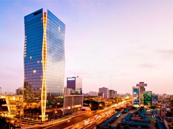 Lima è al 16°posto nella classifica delle città più smart del mondo di Traveler Magazine, la rivista specializzata nel turismo di National Geographic, grazie alla qualità dei suoi hotel e della sua enogastronomia internazionale. Negli ultimi anni hanno investito a Lima le più importanti catene alberghiere al mondo.