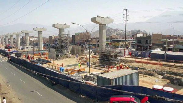 Uno dei viadotti in costruzioni per la nuova metro di Lima, che sarà realizzata da un Consorzio di imprese italo-peruviano, guidato da Impregilo.