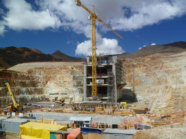 Particolare della costruzione di una nuova diga.