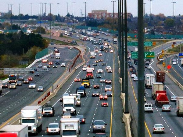 La crescita consistente della popolazione di Lima, arrivata a 15 milioni, ha imposto al Governo di accelerare sulla realizzazione di nuove strade di trasporto, la cui dotazione è comunque molto al di sopra della media dei Paesi del Sud America.
