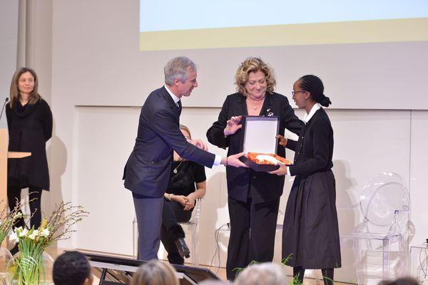 Il premio a Paula Nascimento.