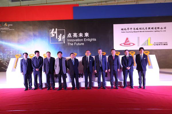 Un momento dell'inaugurazione dello stabilimento di Xiaogan.