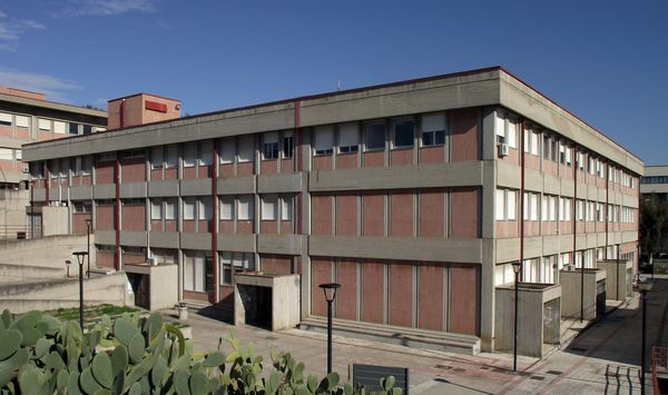 Vista da nord e da sud-est della sede del DICAr di Catania.