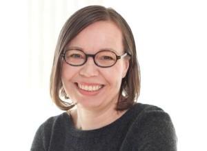 Dr. Anni Vartola (1965, Helsinki) è il redattore capo della rivista Web finnisharchitecture. fi, pubblicata dall'Architecture Information Centre Finland. Lavora anche come co-redattore capo del Nordic Journal of Architectural Research e come scrittore indipendente e critico. Si è laureata in architettura nel 1994 e ha finito il suo dottorato sul dibattito nel postmodernismo architettonico finlandese nel 2014.