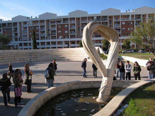 San Basilio, Roma: la piazza della zona della Torraccia, in occasione di una passeggiata collettiva di studenti e abitanti.