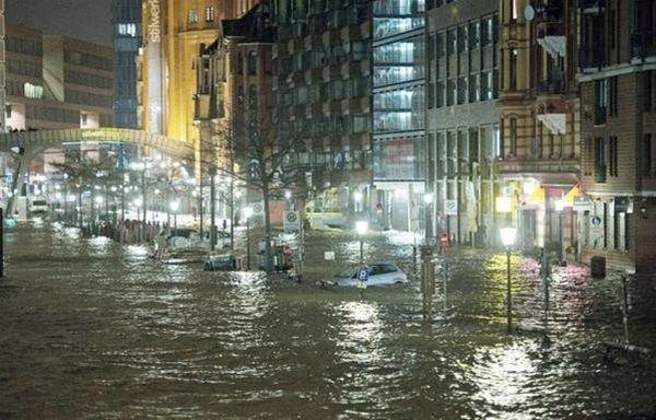 L'esondazione del fiume Elba di inizio 2013 ha convinto le autorità locale a intervenire con un intervento di rigenerazione urbana che ha riqualificato le aree del porto cittadino e della zona sud della città, sull'isola fluviale di Wilhelmsburg.