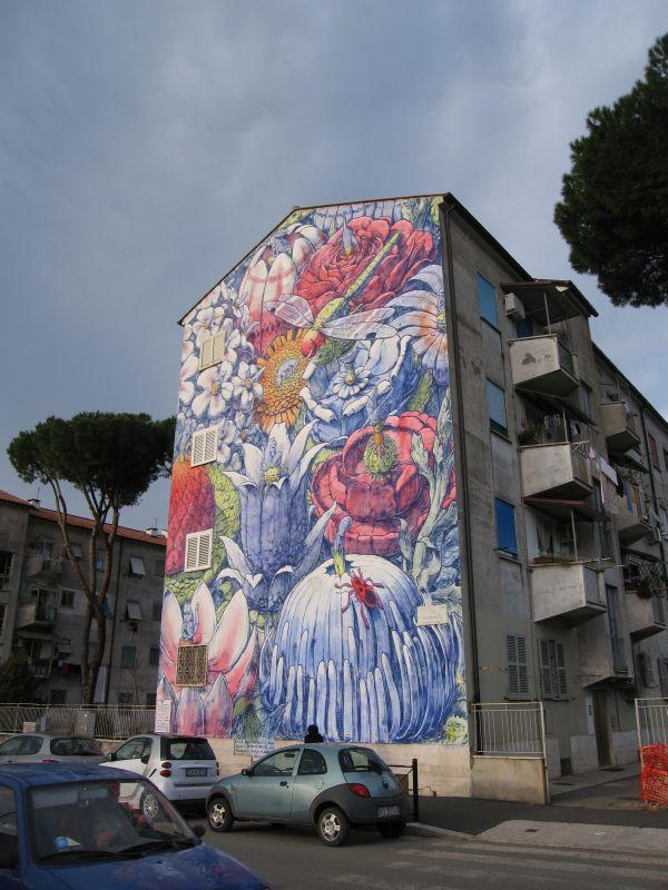 Murales realizzati sui fronti di alcuni edifici del quartiere grazie al progetto «San Ba 2014-2015».