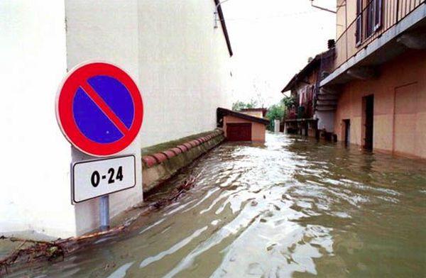 L'esondazione del Ticino a Borgo Ticino a Pavia.