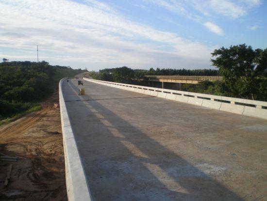 Sette i ponti di collegamento in Mozambico