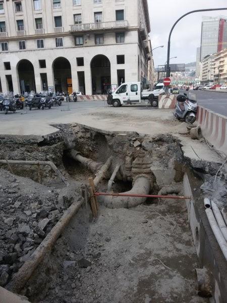I lavori di intervento sui sottoservizi necessari al rifacimento della copertura del Bisagno (foto Regione Liguria).