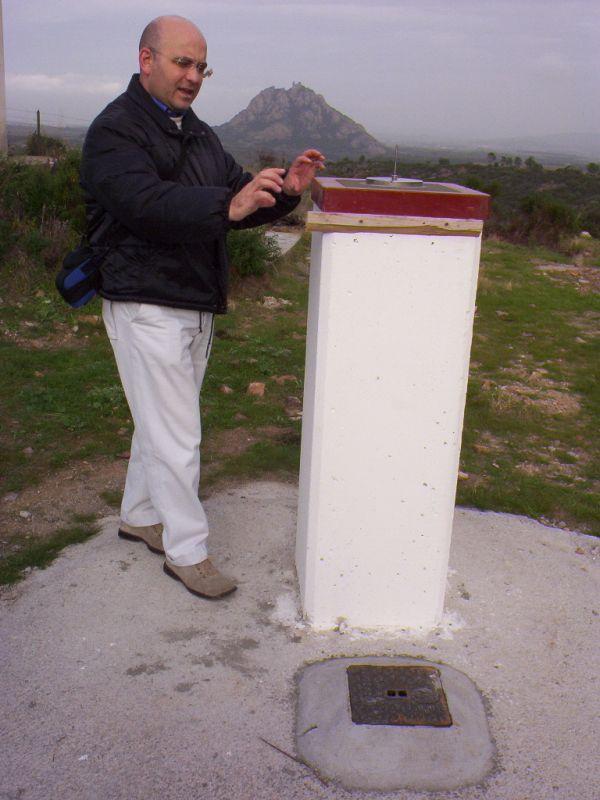 Medau Zirimilis – Sponda destra: pilastrino sede di collimatore e caposaldo di livellazione.
