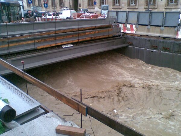 Lavori sulla copertura del Bisagno, pochi giorni prima dell'ultima alluvione del 2014 (foto, Regione Liguria).
