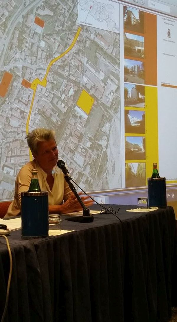 L'intervento del vicesindaco di Viareggio, che ha illustrato il progetto di costruzione della nuova Chiesa del quartiere del Variganano.
