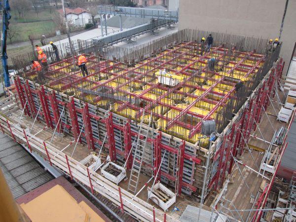 Il cuore del nuovo mulino: l'area dei 19 silos di stoccaggio e carico farine, con gli elementi negativi interni in polistirene ad alta densità.