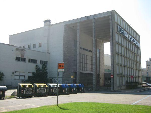 L'ingresso al complesso di Torino Esposizioni avviene dal lato nord, con un ampio porticato a tutta altezza. Attualmente lo spazio è in concessione d'uso all'università degli Studi di Torino.