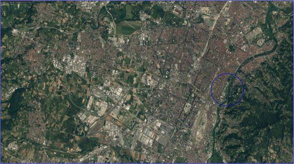 Immagini dall'alto della città di Torino (con il cerchio blu, l'area di intervento prevista): sono visibili gli edifici del complesso di Torino Esposizioni (fonte, Dipartimento Architettura e Design).