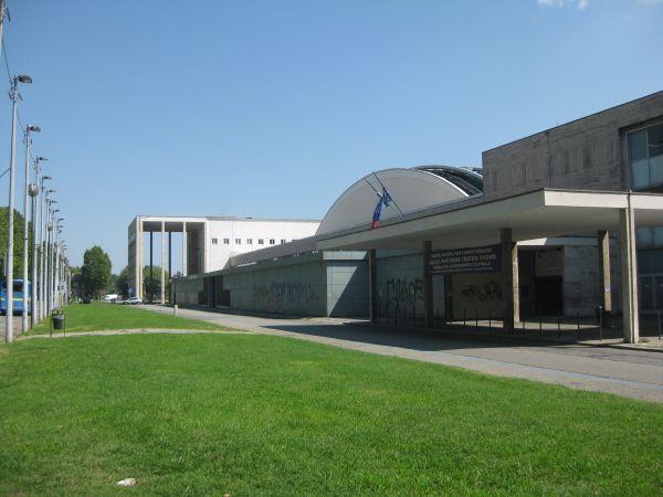 Gli edifici di Torino Esposizioni visti da corso Massimo D'Azeglio.