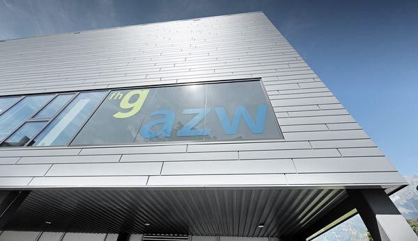 Il lavoro svolto dagli architetti Fügenschuh e Hrdlovics lo ha ridonato al Centro Azw, risanato ed ampliato: il centro adesso trasmette a studenti, insegnanti e ricercatori una nuova energia e vitalità con spazi luminosi, accoglienti e funzionali.