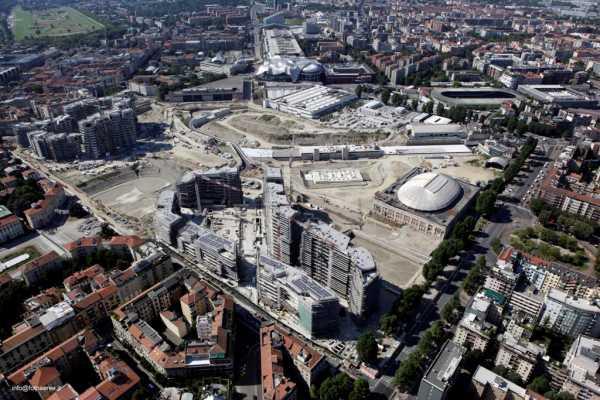 L'area dell'ex fiera oggetto dell'intervento di City Life, un enorme sito all'interno della città di Milano dove oltre ai grattacieli è stata prevista la realizzazione di residenze e di un grande parco urbano.