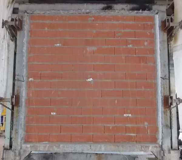 Figura 3. Prova di resistenza al fuoco su parete in laterizio non portante: lato non esposto al fuoco della parete durante la prova.