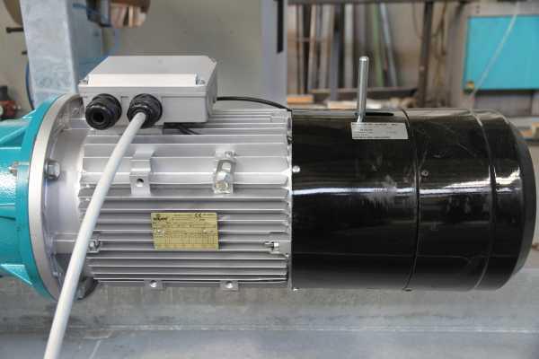 La coppia torcente necessaria per movimentare i mega portali viene fornita da riduttori elettrici mutuati dal settore nautico. (Foto Prospekt)