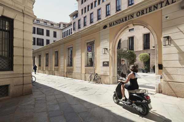 2_Mandarin-main entrance