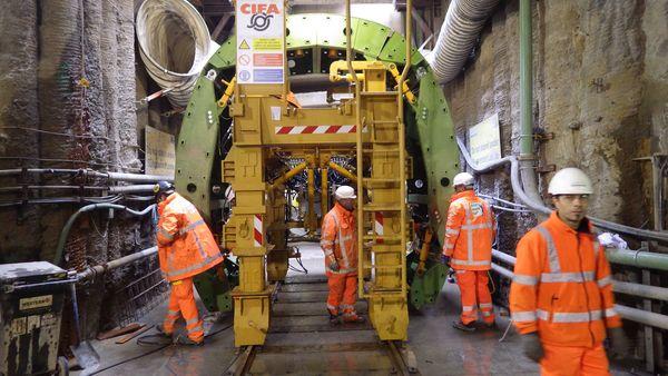 L'opera di riqualificazione è stata affidata alla Joint-Venture formata da Bam Nuttall-Taylor Woodrow, l'intera fornitura di casseforme d'acciaio è stata affidata all'azienda italiana Cifa.