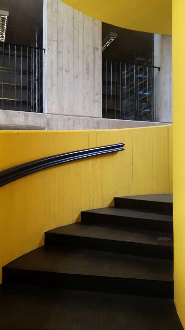 L'utilizzo di tecnologie semplici e di finiture faccia a vista ha consentito di poter rientrare all'interno del parametro di 1.500 €/mq per la costruzione.
