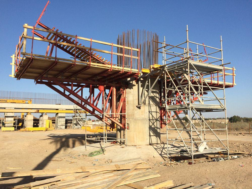 Realizate fondazioni speciali, costituite da pali trivellati di grosso diametro scavati nel terreno per una profondità di 50 m.