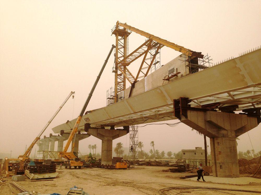 Sono state fornite due torri scala Mp di servizio per l'accesso in quota durante il montaggio degli stralli.
