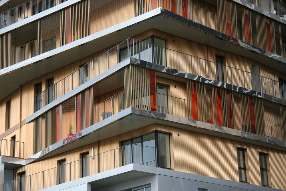 In progettisti hanno ottenuto ampi spazi aperti, logge e terrazzi, come punti di forza dell'edificio stesso.