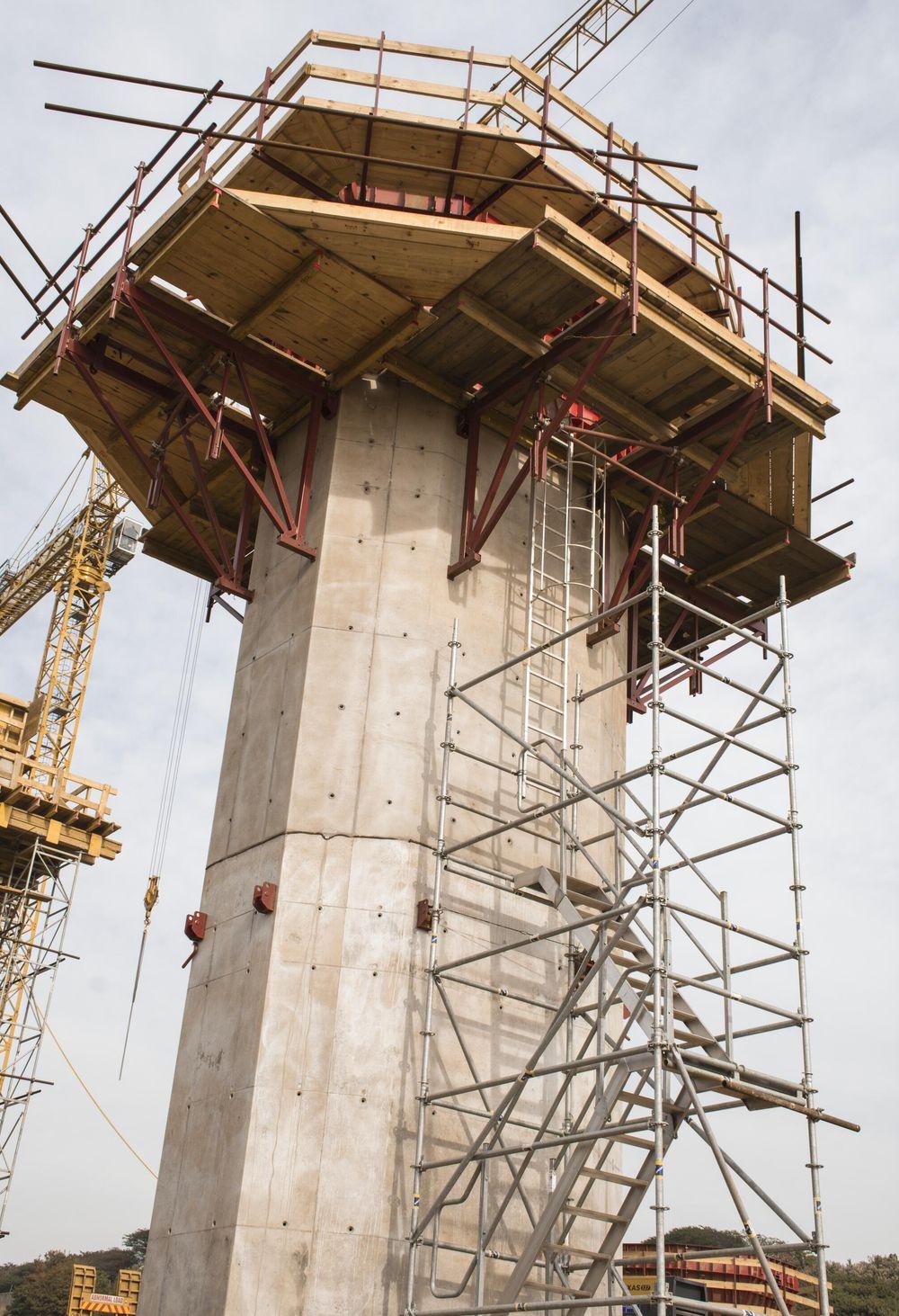 La fornitura Pilosio include 500mq di casseforme in acciaio per la realizzazione dei fusti delle pile cave
