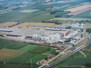 Lo stabilimento Isover a Vidalengo di Caravaggio (Bg) scelto per la produzione mondiale e la commercializzazione dell'isolante Isover4+, una lana di vetro di nuova concezione a base di vetro riciclato e sabbia.