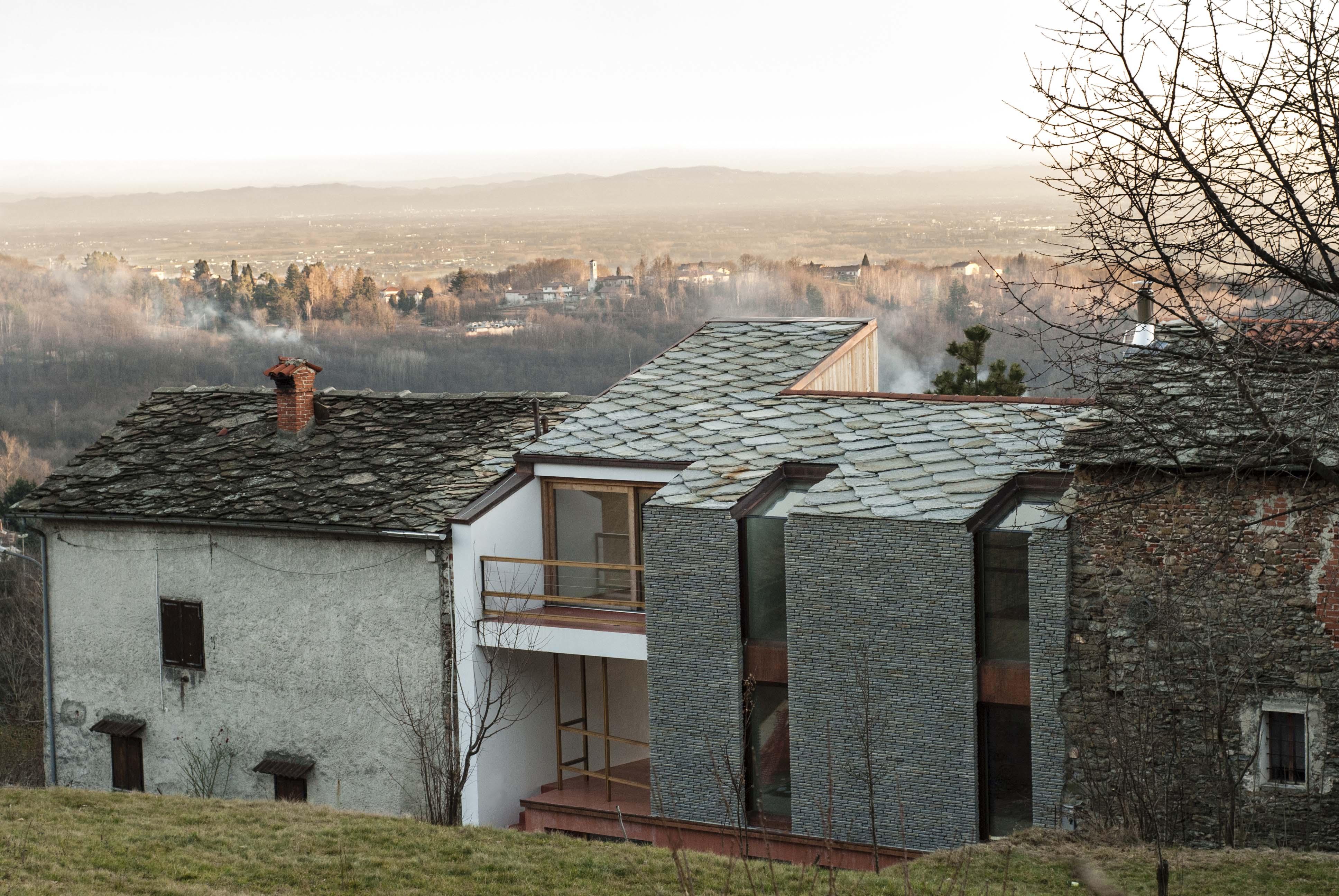 Case Di Montagna In Pietra : Casa di paese in pietra e mattoni con vista montagna in vendita a