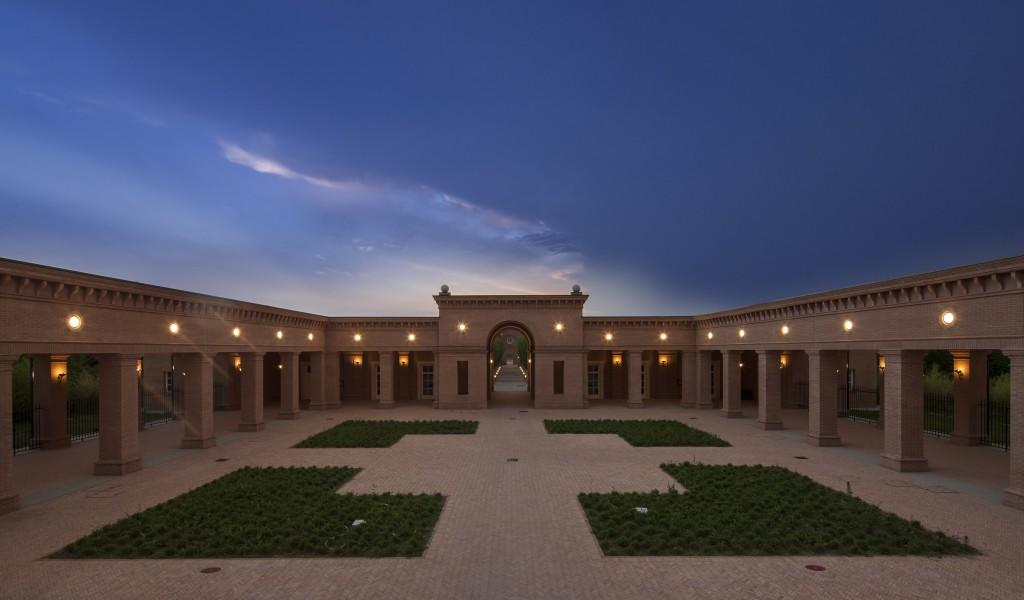 Vista notturna della corte centrale ®Mauro Davoli)