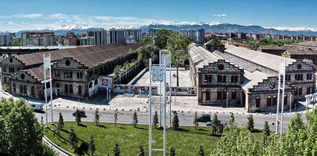 La struttura delle ex Officine Grandi Riparazioni di Torino: un doppio edificio in parallelo e un corpo di fabbrica, più basso, che le unisce.