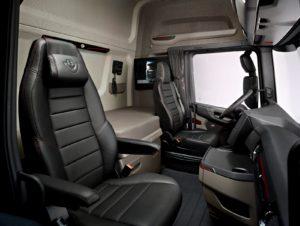 Göran Wink ©| L'approccio modulare di Scania rappresenta una possibilità importanti per gli utenti, poiché consente a Scania di offrire sempre soluzioni altamente specializzate per ogni tipo di applicazione richiesta. Il sistema modulare semplifica inoltre la fornitura di ricambi, per consentire ai veicoli di tornare rapidamente operativi dopo una qualsiasi riparazione.