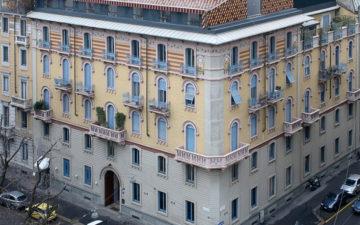 Un mosaico geometrico in copertura
