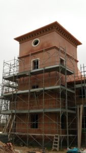 3. Edificio con torre colombaia in cui il progetto è stato verificato anche in termini di realizzazione.