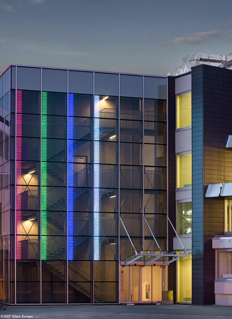 La facciata dell'aeroporto di Bruxelles, realizzata con il vetro Glassiled di Agc (Jean-Michel Byl©Agc Glass Europe).